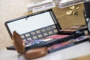 makeup-564930_1280